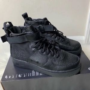 Nike SF Air Force 1 Mid Youth Size 6.5 New